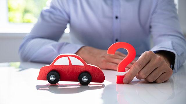 車のステッカーは査定に影響するの?