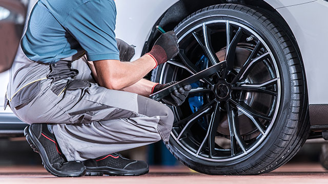 タイヤが車の査定に与える影響とは