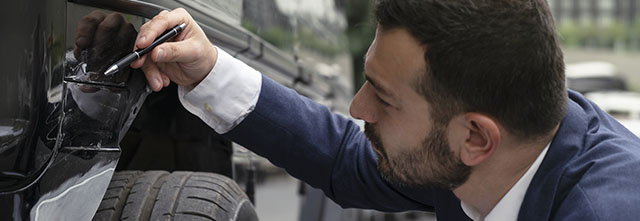 車の傷やヘコミは、すぐに直すべき?査定額への影響とは!?